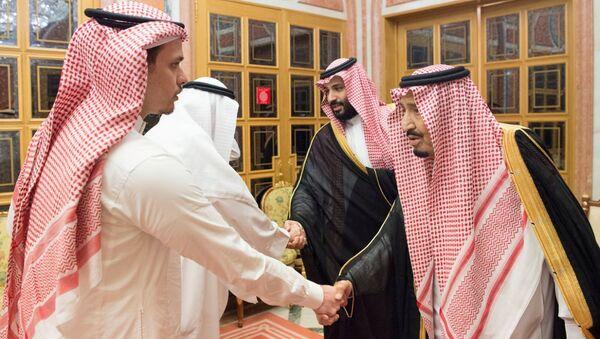 El rey saudí Salmán bin Abdelaziz recibió en su palacio Al Yamamah de Riad a los familiares del periodista Jamal Khashoggi para expresar sus condolencias - Sputnik Mundo