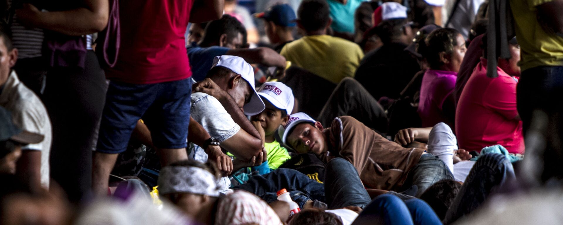 Miles de migrantes centroamericanos - Sputnik Mundo, 1920, 17.08.2021
