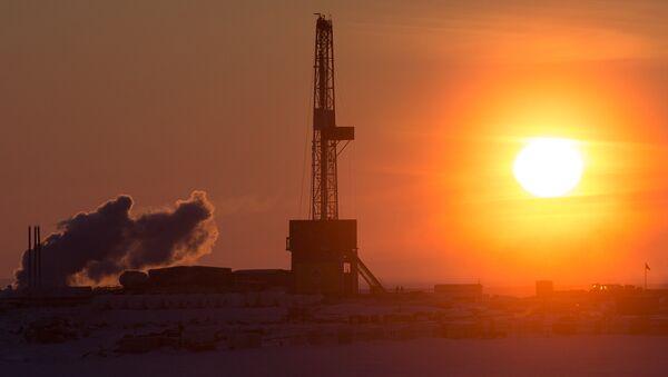 Torre petrolera de la compañía Rosneft (archivo) - Sputnik Mundo