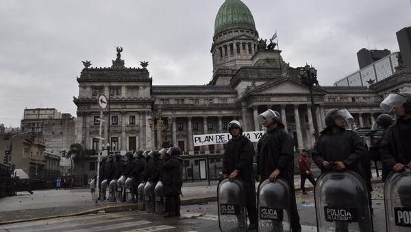 La Policía argentina durante los disturbios - Sputnik Mundo