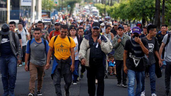 Caravana de migrantes salvadoreños - Sputnik Mundo