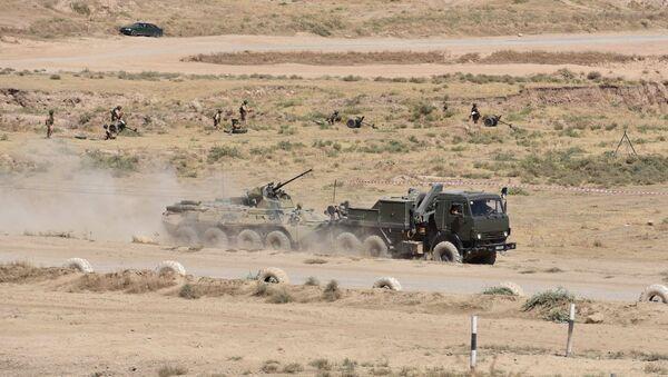 Los vehículos blindados de la 201 base militar rusa emplazada en Tayikistán - Sputnik Mundo