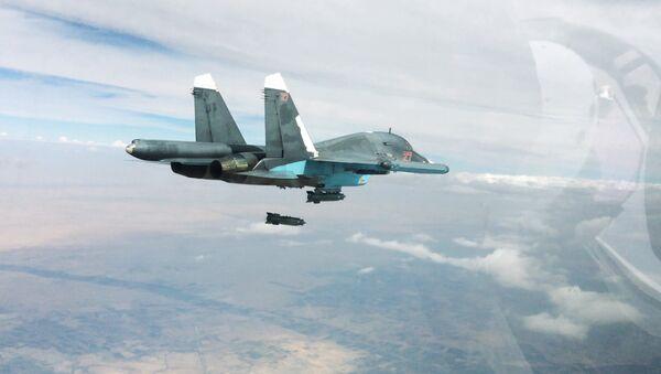 Un Su-34 ruso lanza una bomba (imagen referencial) - Sputnik Mundo
