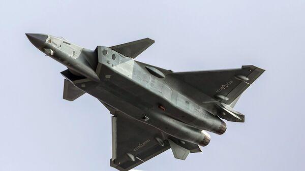 Un caza chino J-20, foto archivo - Sputnik Mundo