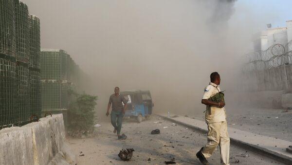Una triple explosión de tres vehículos bomba en Mogadiscio, Somalia - Sputnik Mundo