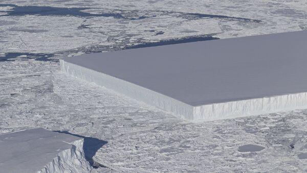Iceberg rectangular - Sputnik Mundo