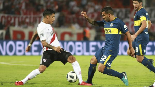 Enfrentamiento entre Boca Juniors y River Plate durante la final de la Supercopa Argentina en Mendoza, el 14 de mayo de 2018 - Sputnik Mundo