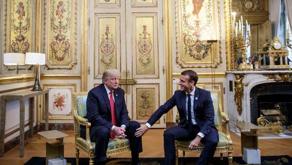 El presidente de EEUU, Donald Trump, junto a su homólogo francés, Emmanuel Macron - Sputnik Mundo