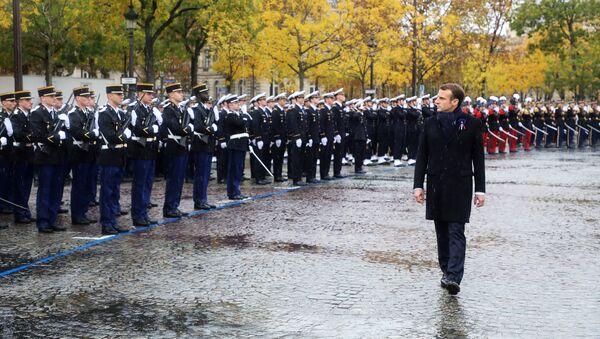 El presidente de Francia, Emmanuel Macron, durante la conmemoración del centenario fin de la Primera Guerra Mundial - Sputnik Mundo