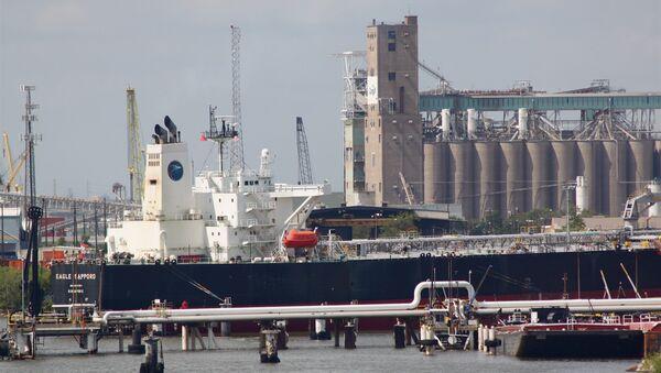 Un buque petrolero Aframax - Sputnik Mundo