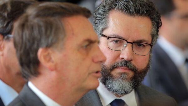 Jair Bolsonaro, presidente electo de Brasil, y Ernesto Araújo, nuevo ministro de Relaciones Exteriores de Brasil - Sputnik Mundo