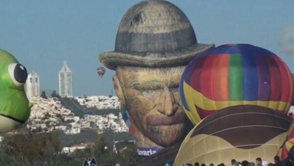 Van Gogh surca el cielo mexicano en el asombroso Festival del Globo - Sputnik Mundo