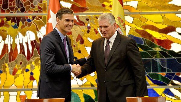 El presidente del Gobierno de España, Pedro Sánchez, y el presidente de Cuba, Miguel Díaz-Canel - Sputnik Mundo