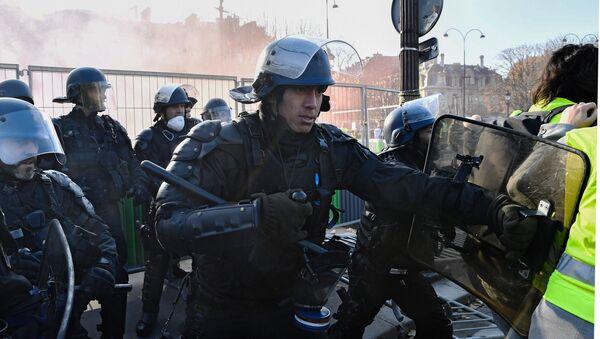 Protestas contra los precios del combustible en Francia - Sputnik Mundo
