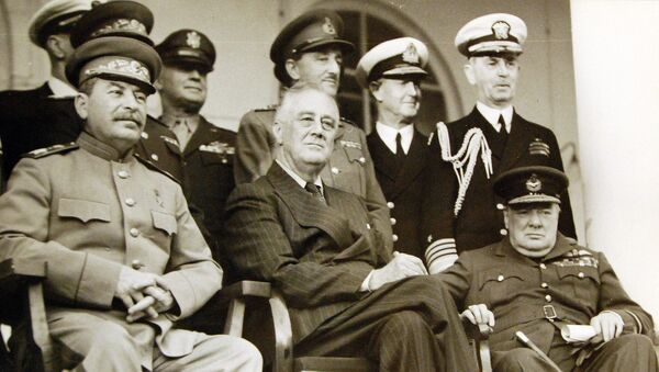 Franklin D. Roosevelt, Winston Churchill e Iósif Stalin en la Conferencia de Teherán - Sputnik Mundo