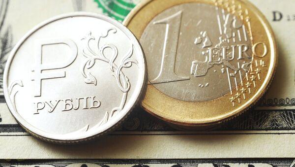 Un rublo ruso y un euro - Sputnik Mundo