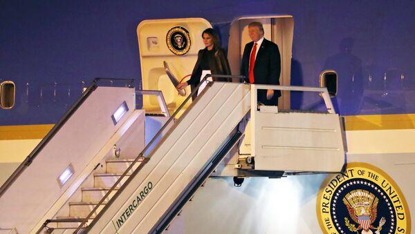 El presidente estadounidense, Donald Trump, con su esposa Melania - Sputnik Mundo