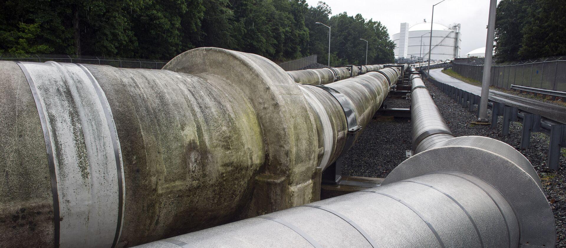 Unas tuberías que trasladan el gas natural licuado (archivo) - Sputnik Mundo, 1920, 05.08.2020