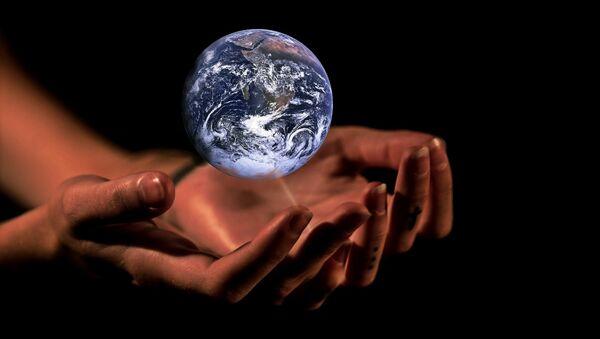 Las manos que sostienen la Tierra - Sputnik Mundo