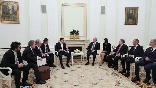 El primer ministro griego, Alexis Tsipras, y el presidente de rusia, Vladímir Putin durante la reunión en Moscú - Sputnik Mundo