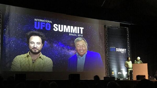 Erich von Däniken y Giorgio Tsoukalos en UFO Summit 2018, Sao Paulo - Sputnik Mundo