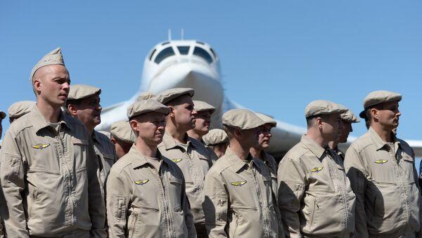 Tripulaciones de bombarderos estratégicos rusos Tu-160 en Venezuela - Sputnik Mundo