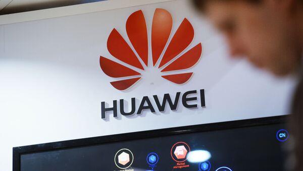 El logo de la compañía china Huawei - Sputnik Mundo