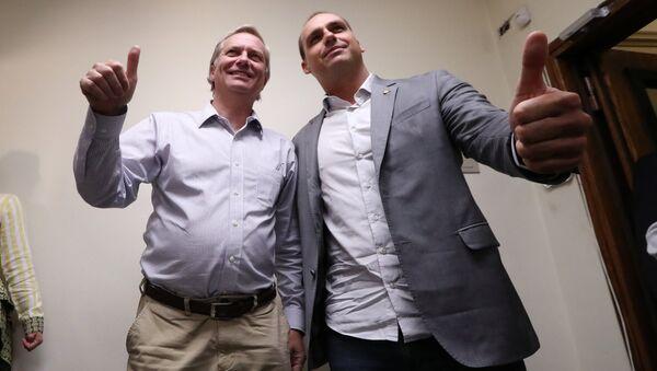 Líder de derecha y excandidato presidencial chileno, José Antonio Kast, сon diputado brasileño Eduardo Bolsonaro - Sputnik Mundo
