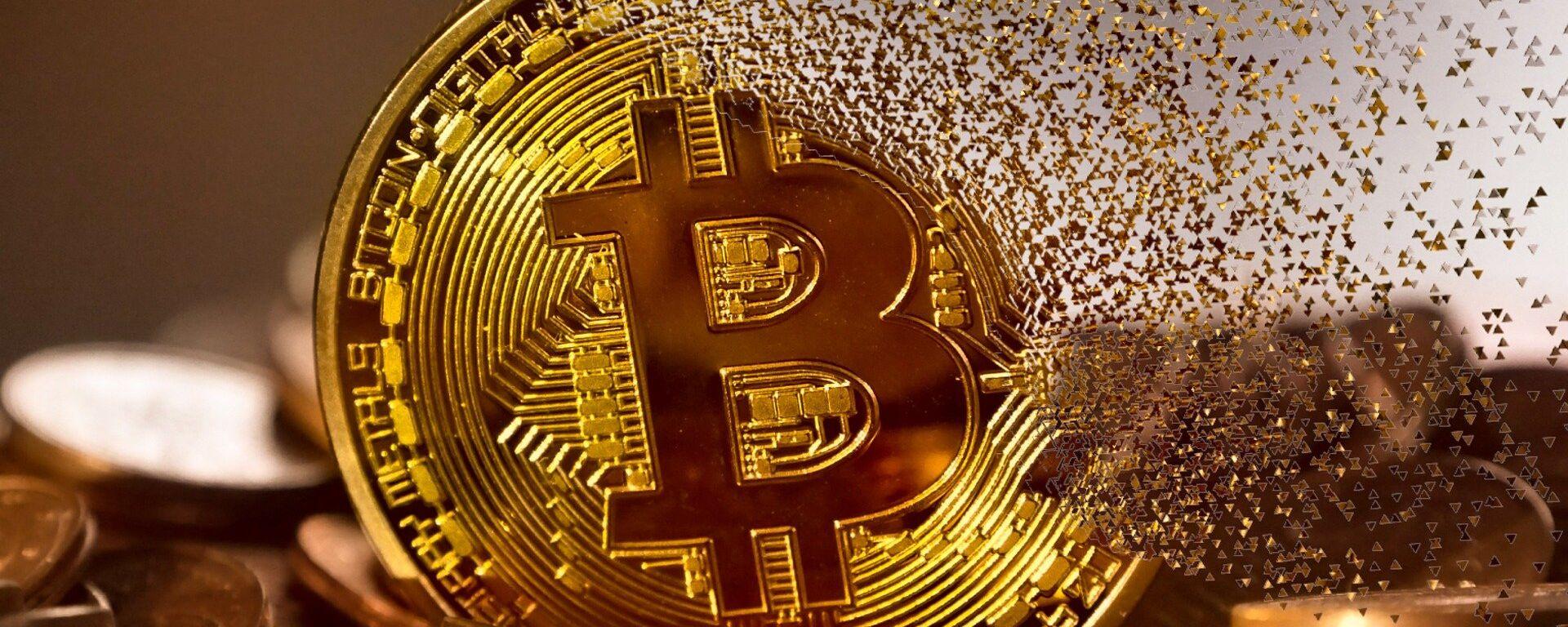 Un bitcoin haciéndose añicos - Sputnik Mundo, 1920, 19.06.2021