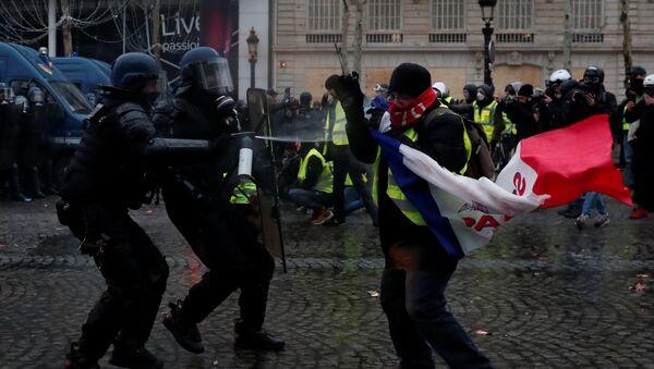 Protestas de 'chalecos amarillos' en París, Francia - Sputnik Mundo