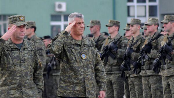 Hashim Thaci, presidente de Kosovo, con el ejército kosovar - Sputnik Mundo