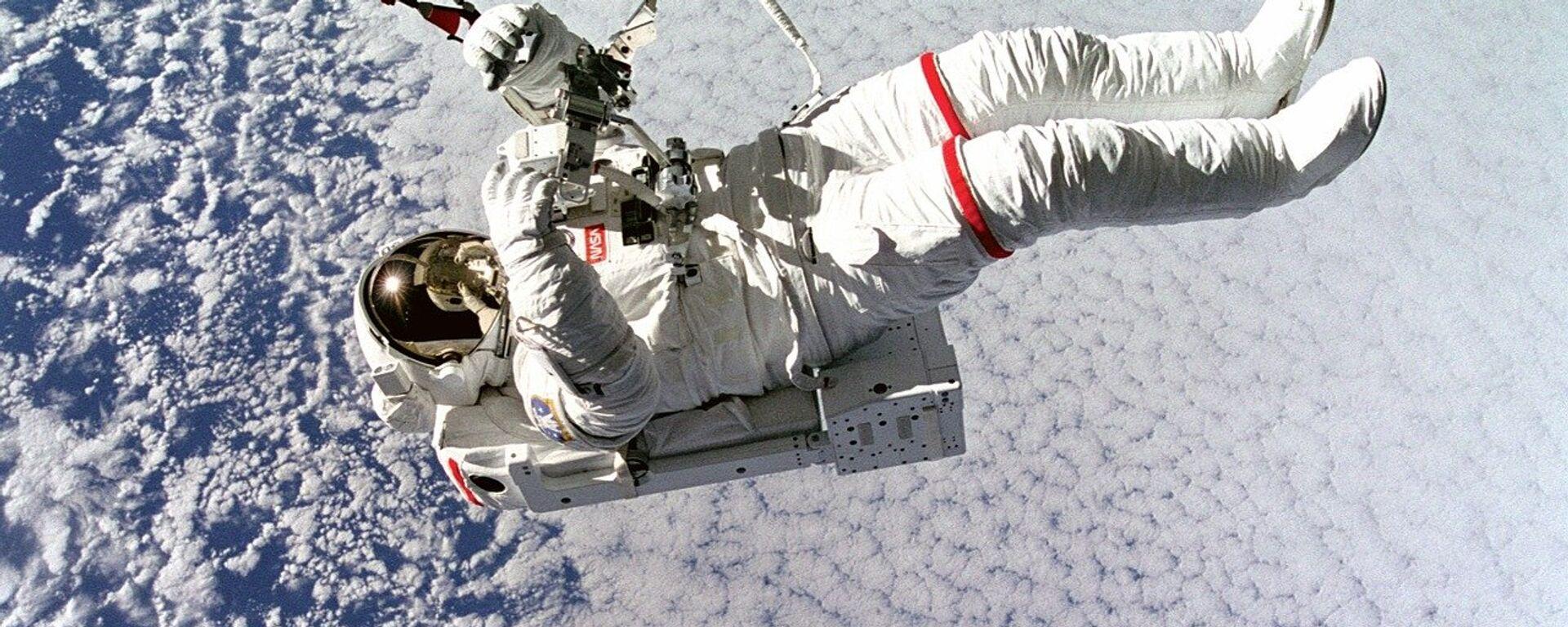 Un astronauta en el espacio, referencial - Sputnik Mundo, 1920, 01.02.2021
