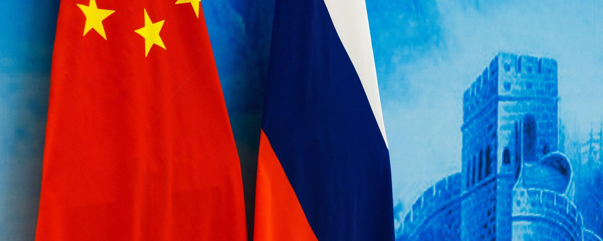 Las banderas de Rusia y China - Sputnik Mundo, 1920, 08.12.2019