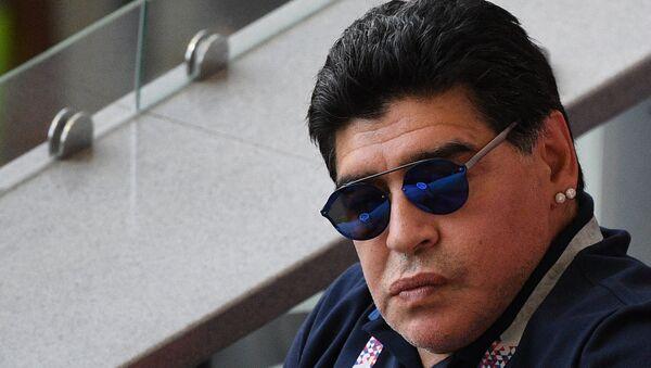 El jugador argentino Diego Maradona en un partido del Mundial de Rusia 2018 - Sputnik Mundo