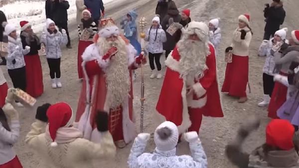 Papá Noel se reúne con su 'homólogo' ruso en la región de Leningrado - Sputnik Mundo