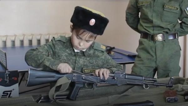 El comandante cosaco más joven del mundo es pequeño pero matón - Sputnik Mundo