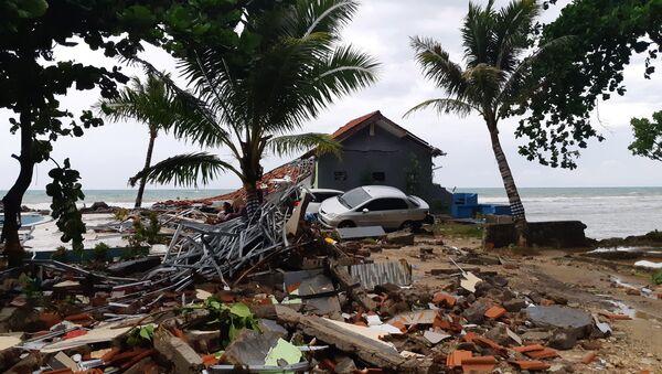 Consecuencias de un tsunami en Indonesia - Sputnik Mundo