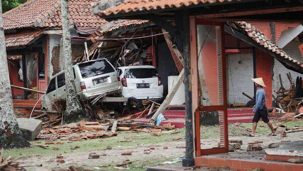 Islas sumidas en el caos: las terribles consecuencias del tsunami en Indonesia - Sputnik Mundo