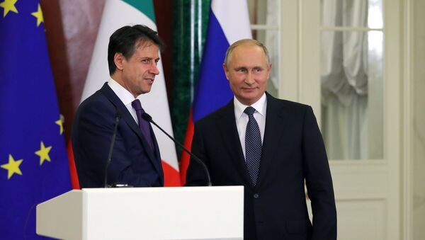 El presidente ruso Vladímir Putin se reúne con el primer ministro italiano Giuseppe Conte - Sputnik Mundo