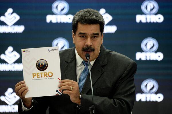 Venezuela se convirtió en el primer país en emitir una criptomoneda propia el 20 de febrero. Bautizada como 'petro', la nueva divisa tiene como principal objetivo estabilizar el sistema monetario del país que sufre las graves consecuencias de las sanciones estadounidenses. - Sputnik Mundo