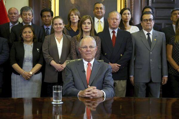 A un día de la inminente moción de censura, el 21 de marzo, el presidente peruano Pedro Pablo Kuczynski presentó su renuncia. El abandono del poder tuvo lugar en medio de los casos de corrupción relacionados con la empresa brasileña Odebrecht. - Sputnik Mundo