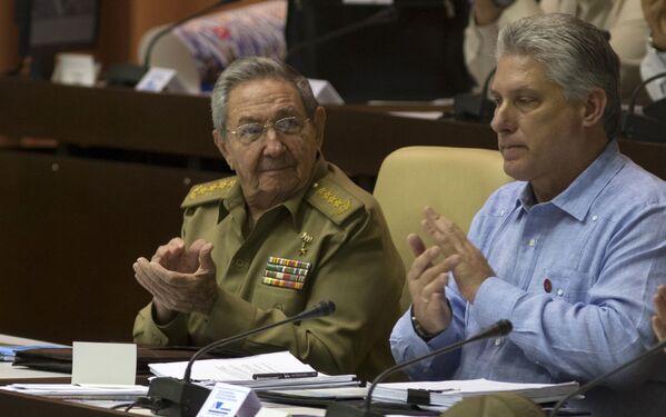 El 19 de abril, la Asamblea Nacional del Poder Popular de Cuba, máximo órgano del poder en la isla, ratificó la candidatura de Miguel Díaz-Canel como presidente de Gobierno. La decisión supuso un momento histórico, después de décadas de los hermanos Castro en el poder. - Sputnik Mundo