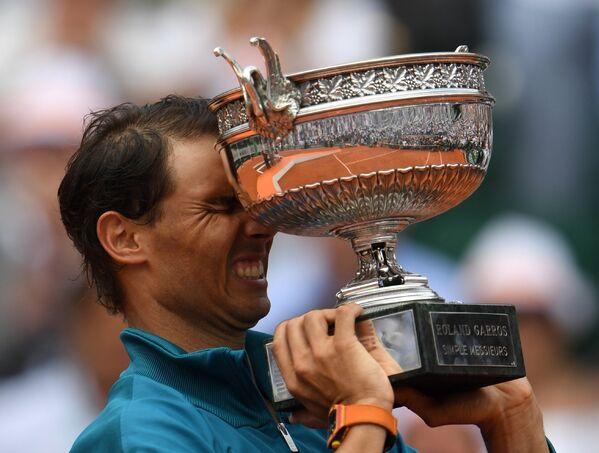 El 10 de junio el tenista español Rafael Nadal conquistó su undécimo título del Torneo de Roland Garros, asegurando su posición como el máximo triunfador de la historia de la competencia sobre tierra batida más prestigiosa del mundo. - Sputnik Mundo