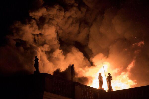 El 2 de septiembre un incendio en Río de Janeiro destruyó el Museo Nacional de Brasil, que albergaba más de 20 millones de reliquias históricas y de arte. El edificio había sido el palacio de la familia real portuguesa. - Sputnik Mundo