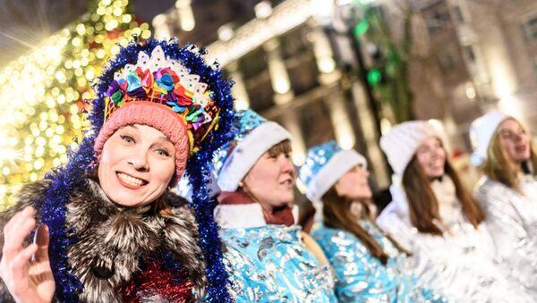 El desfile de 'Doncellas de la Nieve' - Sputnik Mundo