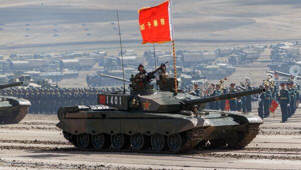 El tanque chino Tipo 99 en un polígono ruso donde se celebran las maniobras Vostok 2018 - Sputnik Mundo