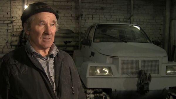 Un jubilado ruso construye un 'tanque' con sus manos - Sputnik Mundo