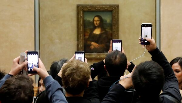 Mona Lisa en Louvre - Sputnik Mundo