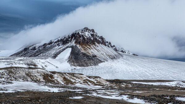 Isla en el océano Glacial Ártico - Sputnik Mundo