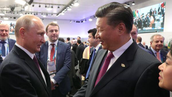 Vladímir Putin, presidente de Rusia, y Xi Jinping, líder chino - Sputnik Mundo